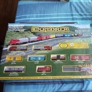 BACHMANN EXPLORER N SCALE ELECTRIC TRAIN SET