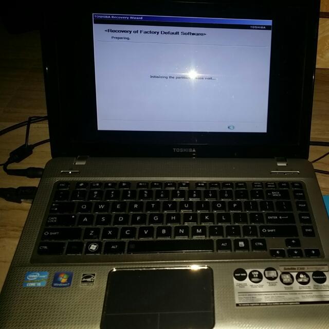 Wts Toshiba Satellite model E 300 Laptop PC Computer.