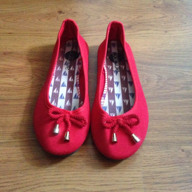 Red Flats $4