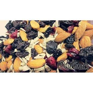 Mix Raw (ALMOND, CRANBERRIES, RAISIN, SUNFLOWER SEED)