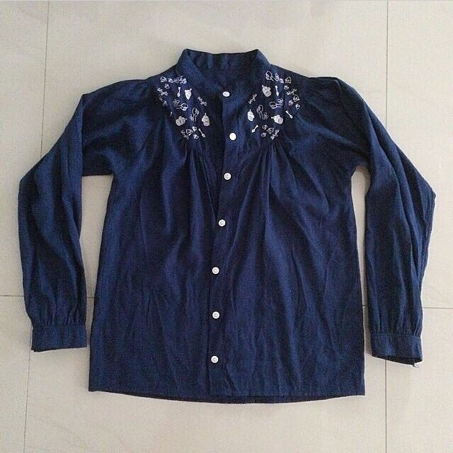 Embroided blue shirt