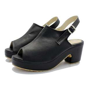 PLAIN BLACK CLOGS