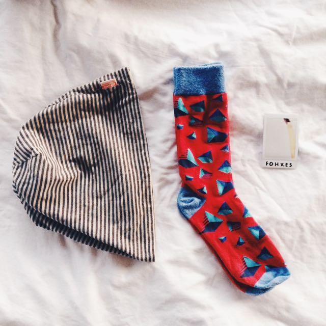 reversible artwork beanie & shape socks