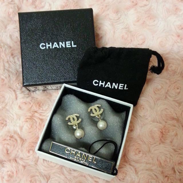 CHANEL Golden Pearl Earring