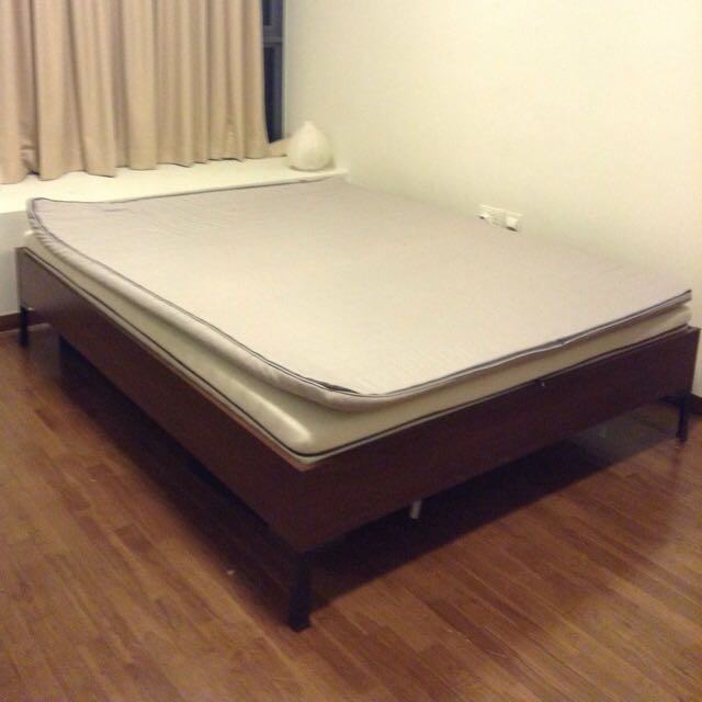 Queen Size Slate Bed With Mattress