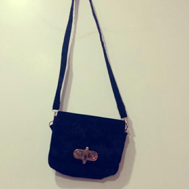 黑色絨布小包包