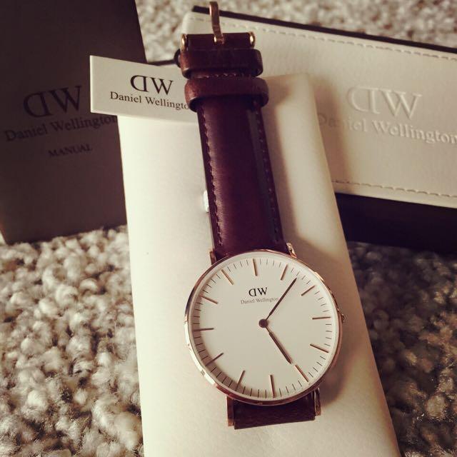 DW (Daniel Wellington) 時尚瑞典精品錶40mm。可當禮物送人^_^
