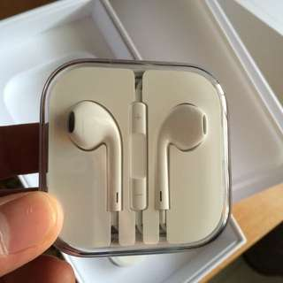 Sold - AUTHENTIC Apple Ear Pods