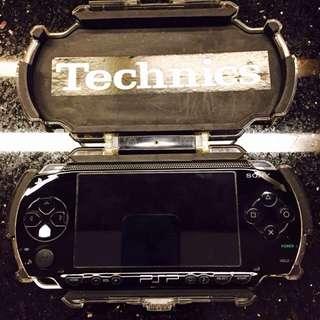 二手 PSP主機加ㄧ片遊戲(充電線跟穿輸線)