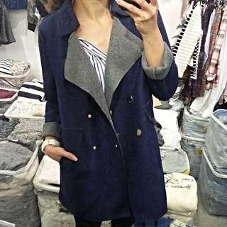 轉賣 金屬排釦內刷毛不收邊剪裁毛料大衣外套 深藍