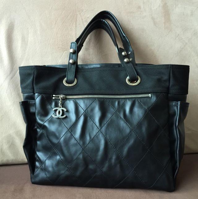83efea0b9ccca6 Chanel Black Paris Biarritz Large Tote Bag, Luxury on Carousell