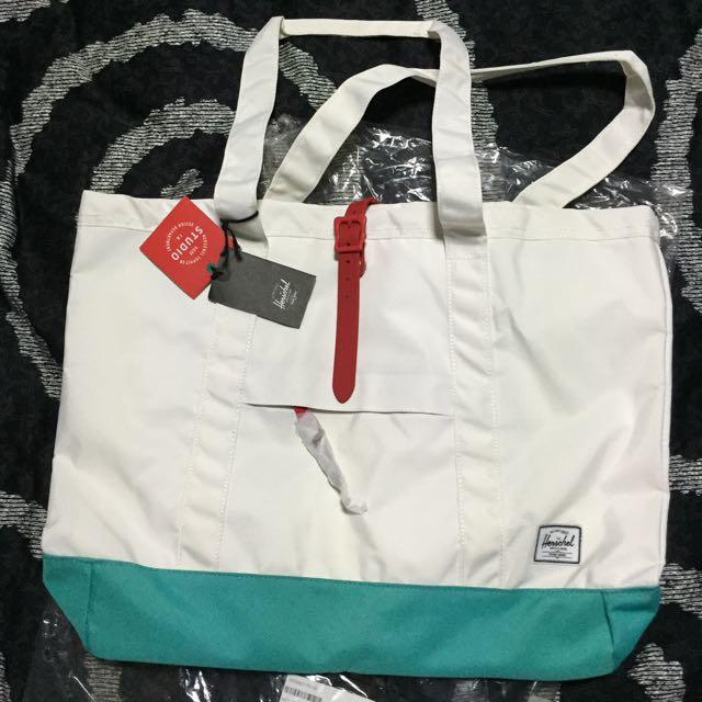 97222a6b083 Herschel Market Tote XL Bag (brand New), Women s Fashion on Carousell