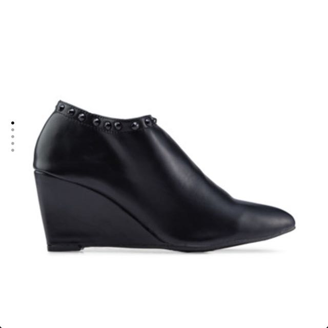 Something Borrowed Ankle Boots (black)