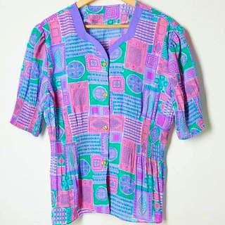 多圖樣粉紫底摺紋上衣
