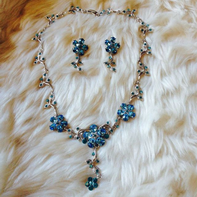 Brand New Earring And Necklace Set Made In Korean