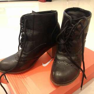 九成新皮靴