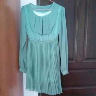 Long sleeve green dress