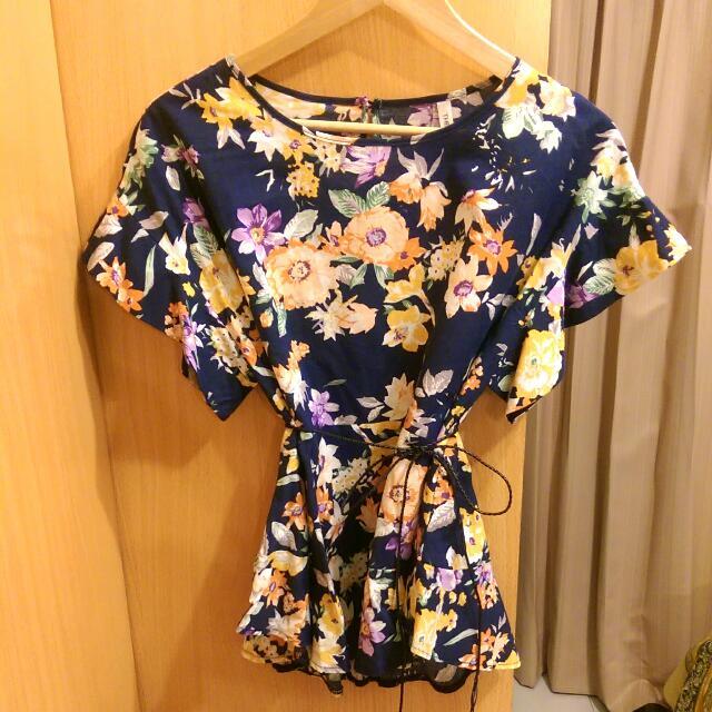 韓國亂買深藍繽紛花卉造型袖口娃娃上衣