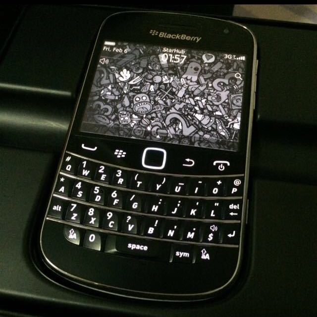 Wts blackberry bold 9900 black color with camera