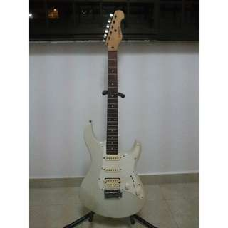 *SELLING CHEAP* Yamaha Guitar