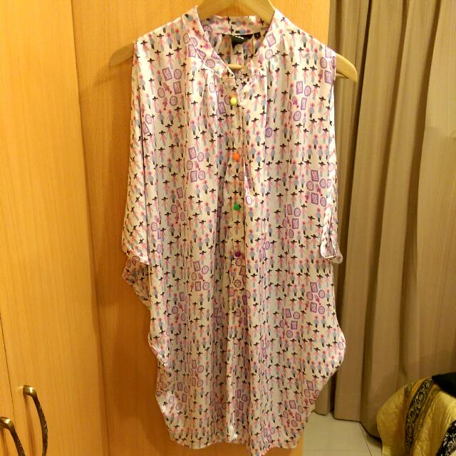 香港亂買設計師品牌小人絲質彩色圓扣造型長版上衣