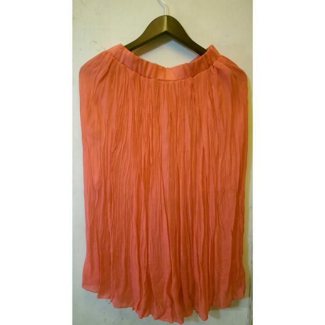 玫粉色皺摺飄逸長裙