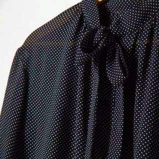 黑底白點透紗襯衫