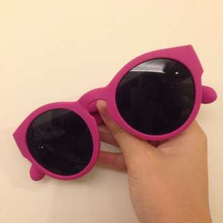 保留中⋯紫桃紅框太陽眼鏡