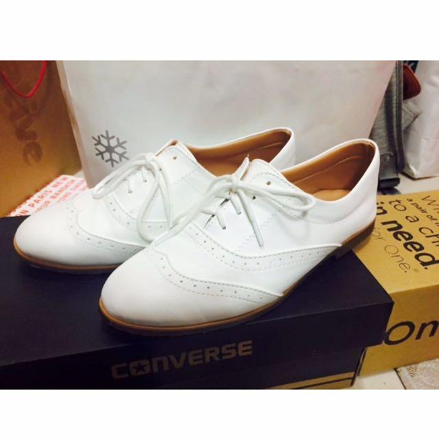 白色雕花牛津鞋(已預訂)