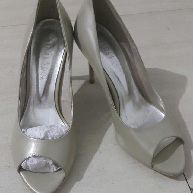 1991珍珠光漆皮高跟鞋 全新