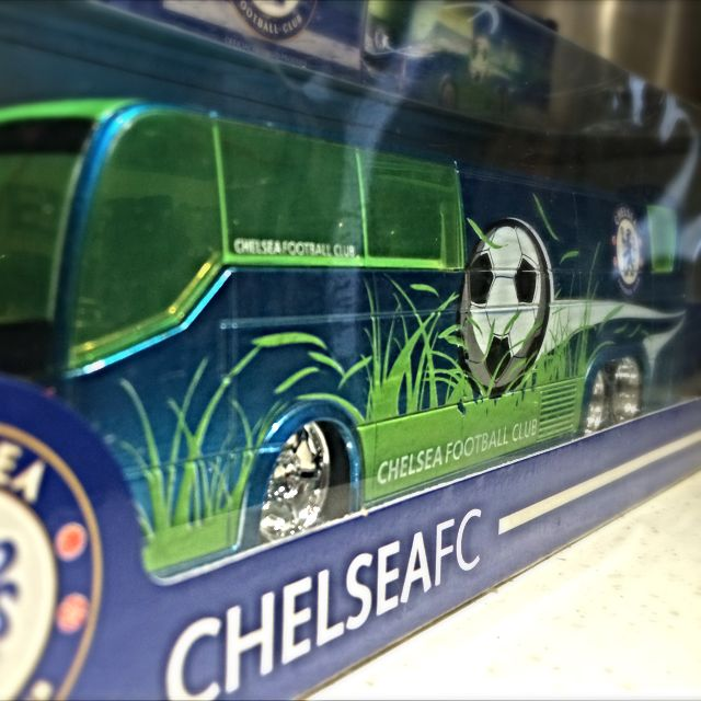 16e1a041bff BNIB Maisto 1 36 Chelsea FC Team Bus Official Licensed Product
