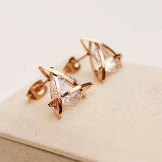 18K玫瑰金鈦鋼 立體鑲鑽水晶耳環
