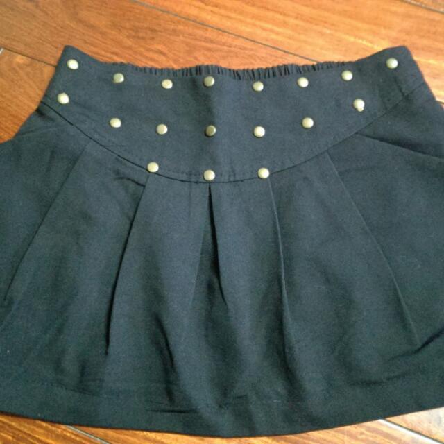 卯釘伸縮黑色短裙