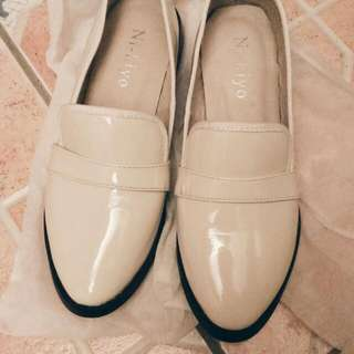 【二手/含運】米色漆皮包鞋