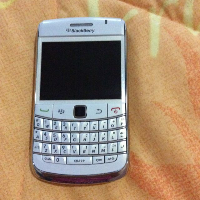 Blackberry Handphone 9700 In White Color Electronics On Carousell