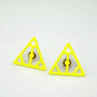 🚚 (100含郵)螢光三角耳環2110✈®_LADY