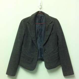 顯瘦剪裁短版西裝外套