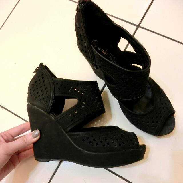 ::簍空交叉楔形鞋