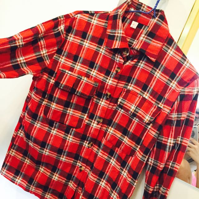 雙口袋紅色格子襯衫