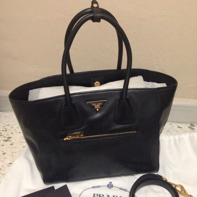 47fe1fec8ff1 Prada Bag BN 2795 - Open To Trade, Luxury on Carousell
