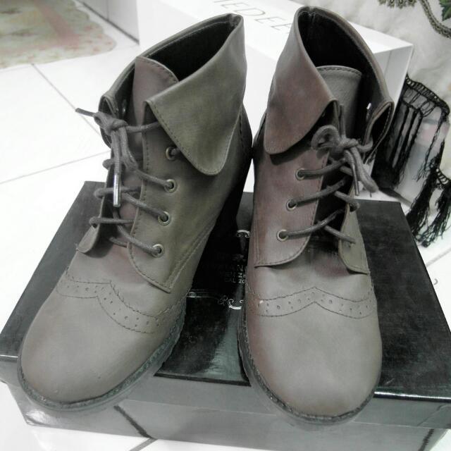 牛津翻折雕花復古短靴