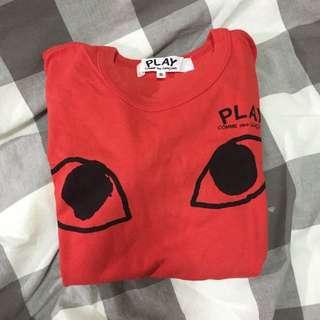 川久保令紅色t恤