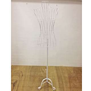 Wire Mannequin w/Heart