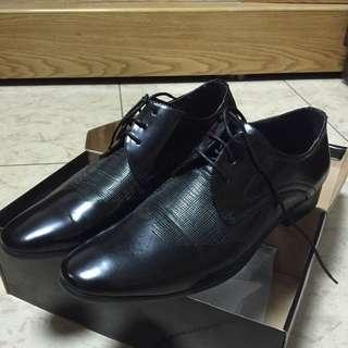 全新皮鞋.僅試穿!原價2200.尺寸us9.5-10都可穿!