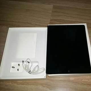 Apple Ipad 2 16 GB, WiFi Only No Dents And Scratches