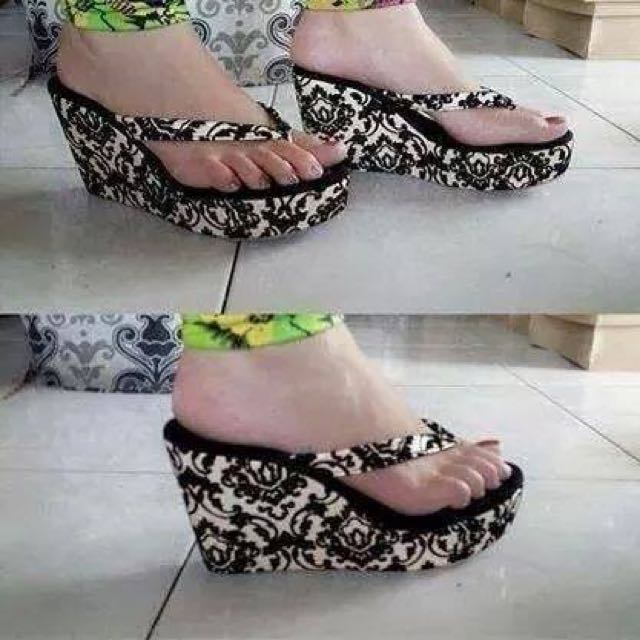 In Stock Floral Wedge (size 36)