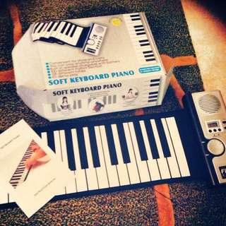 電子鋼琴 9.9成新 購於澳門約4000 特價2500