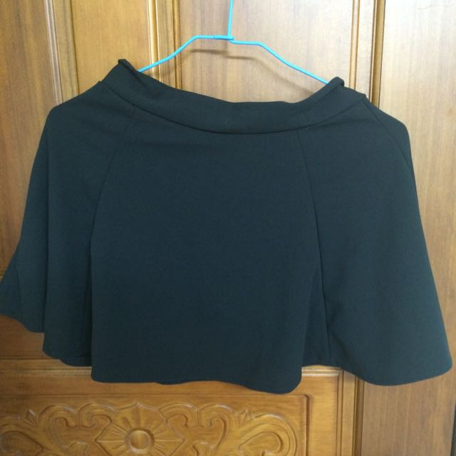 黑色修飾短裙