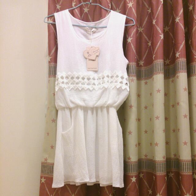 《約會必備~★》白色收腰短洋裝