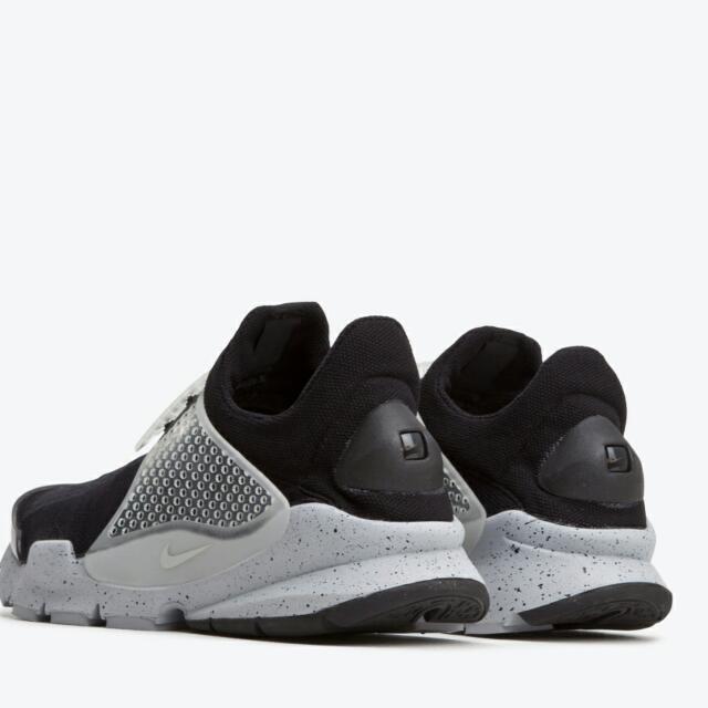 super popular 5cf41 dc426 Nike Sock Dart SP Oreo Fragment Design , Sports on Carousell